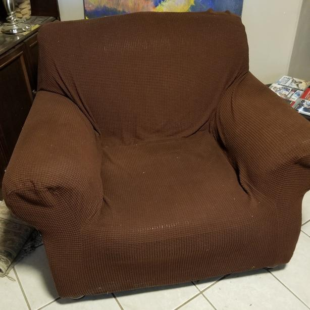 FREE: Big Comfortable Chair