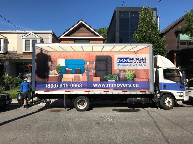 Moving company hiring drivers-helpers