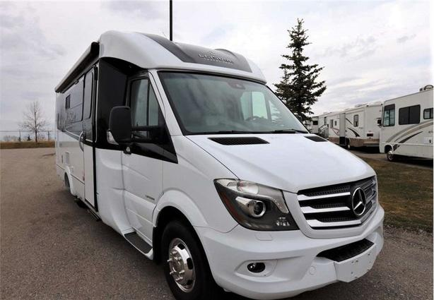 2019 Leisure Travel Vans UNITY 24MB