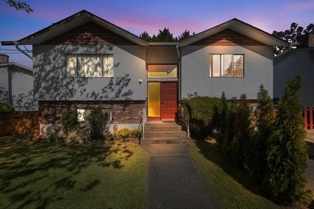 Home for Sale - 3990 Gordon Head Rd