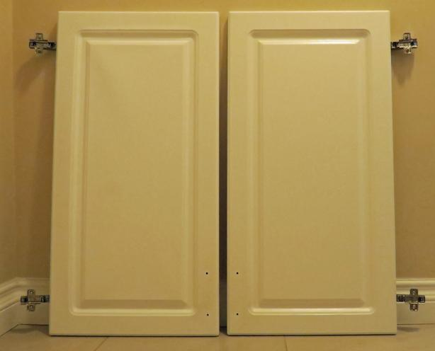 3 Kitchen cupboard doors – white, with hinges