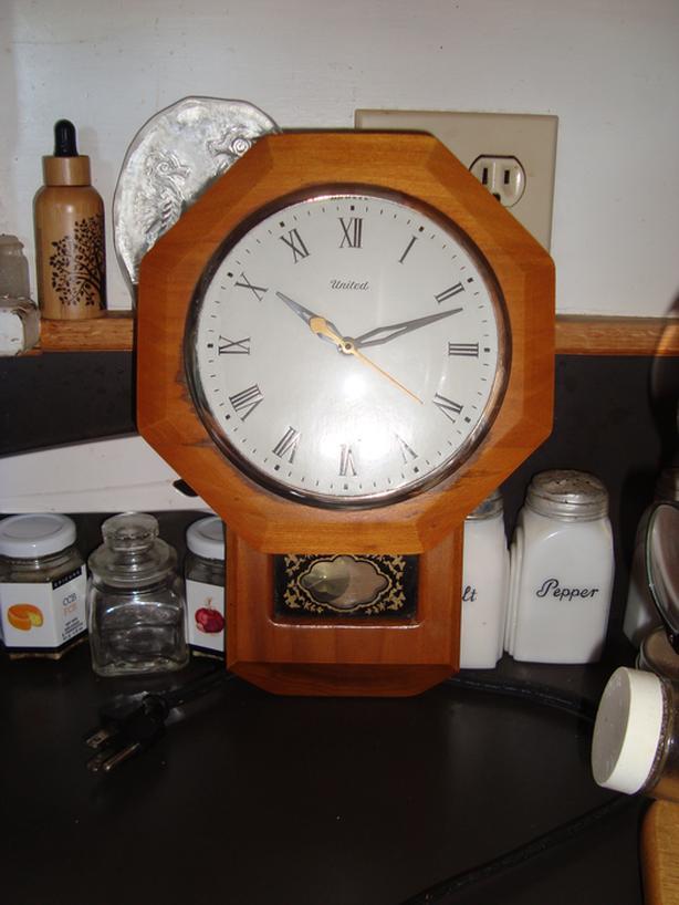 Small electric clock