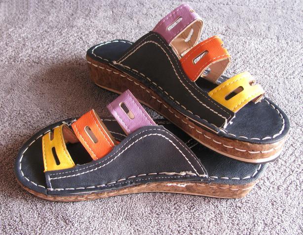 Chic Multi-Color Bunion Corrector Sandals Size 6 Brand New