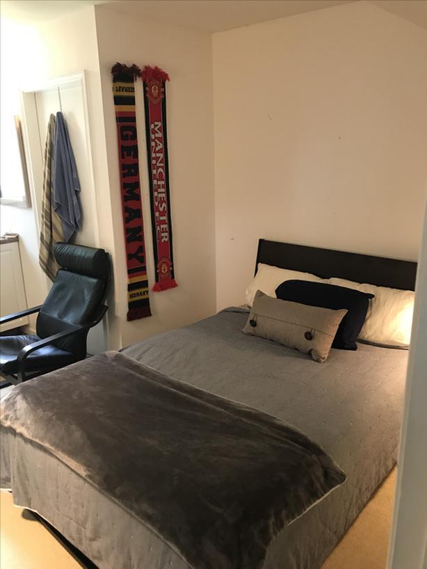 Large bedroom sublet (5 bedroom house)