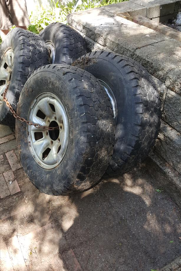 Dunlop LT 235/75 R15 tires and rims