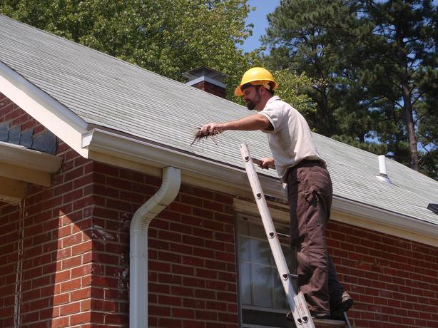 WANTED: SOMEONE TO CLEAN EAVESTROUGH / GUTTER CASH PAID