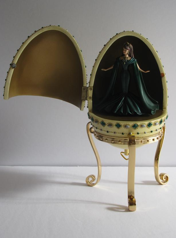 Collectible Avon 2000 Barbie Empress of Emeralds Musical Resin Egg