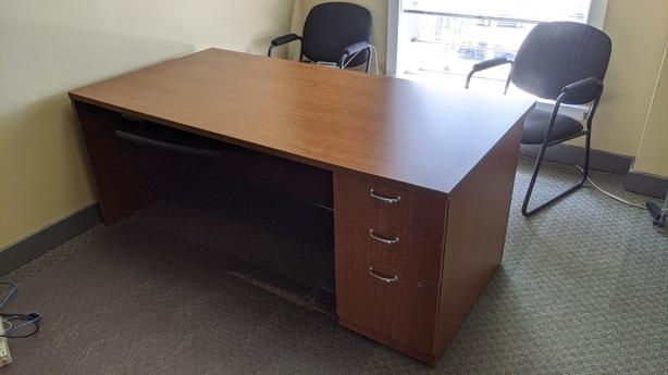 Office desk - price reduced to FREE!