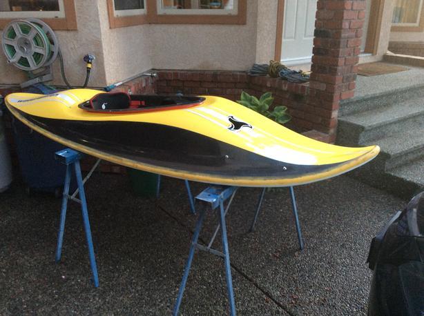Surfing specific kayak