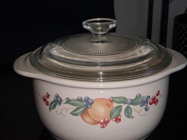 CORELLE Oven Safe Casserole Dish with Pyrex Lid *PRICE DROP*