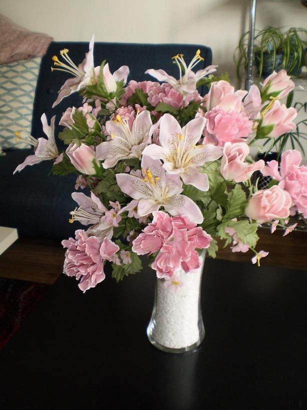 BEAUTIFUL Artificial Flower Arrangement in Glass Vase