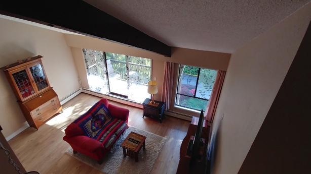 Top (4th) Floor , 1Bdrm + Den + Huge Loft,  Quad/McKenzie