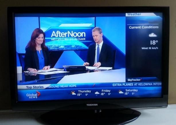 "32"" LCD HDTV and monitor display"