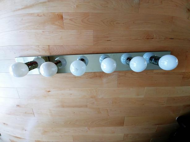 Bathroom lights with bulbs $25