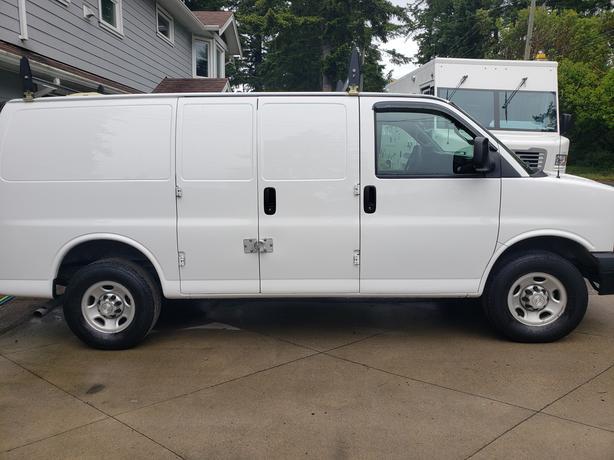 2016 Chevrolet Express Cargo Van 4.8L Garmin GPS 1000kms/tank of gas