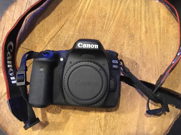 Canon 80d body, battery and charger