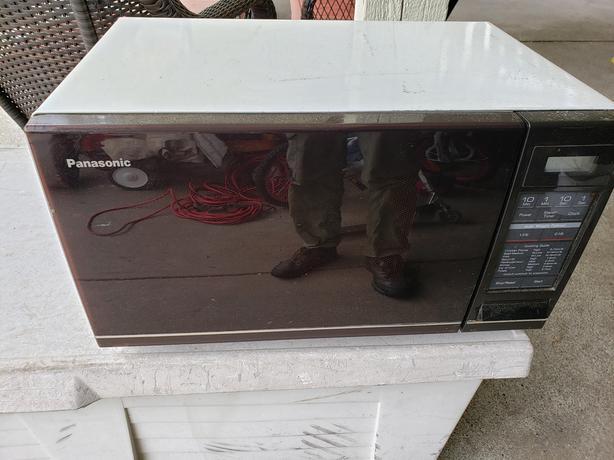 Microwave Oven - Panasonic (REDUCED)