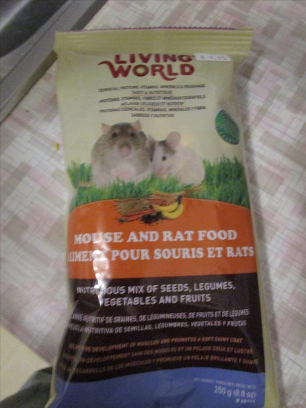 FREE: Living world mouse and rat food