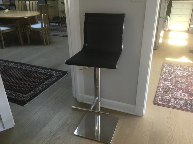 Very solid high-end stool for counter use