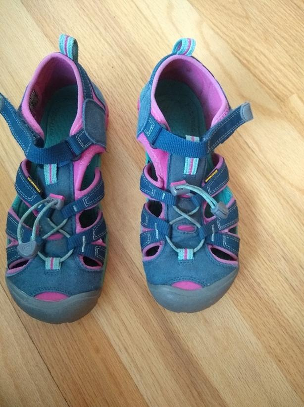 keen US size 4 girls sandals