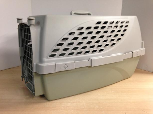 Dog Pet Taxi Kennel Crate Medium Size Fits Up To 20 lb