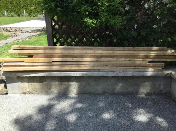 """20 pieces of 2""""x4""""x8' spruce boards"""