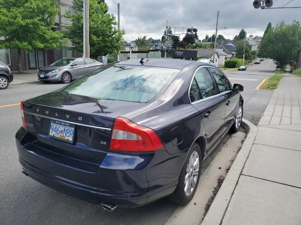 Reduced by $1000! 2010 Volvo S80 Midnight Blue Beauty!