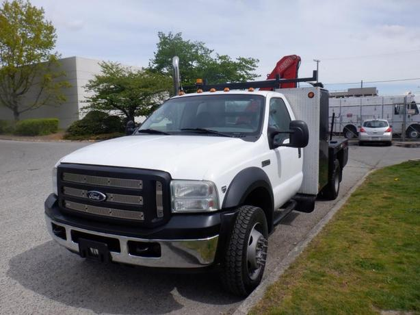 2007 Ford F-550 Flat Deck 7 feet with crane 4WD Dually