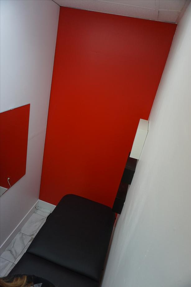 Room for rent in a salon