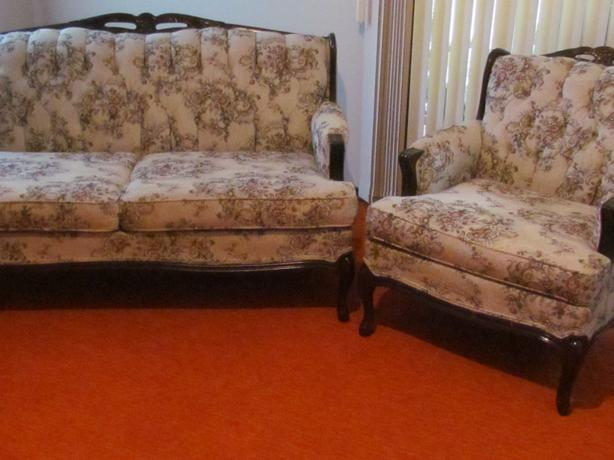 Love seat and matching chair, appartment size, in talored tapestry