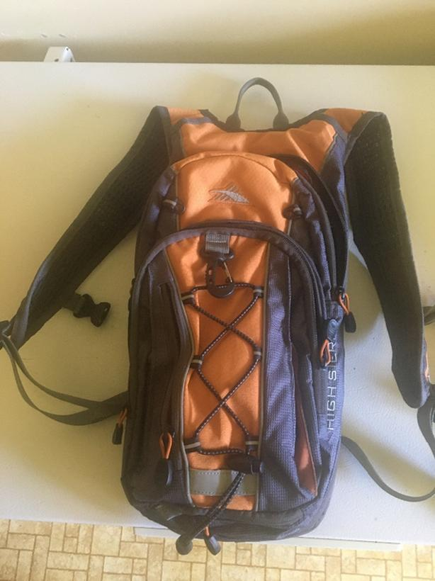 HIGH SIERRA MULTI-SPORT HYDRATION BACKPACK
