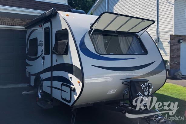 Lounge  (Rent  RVs, Motorhomes, Trailers & Camper vans)