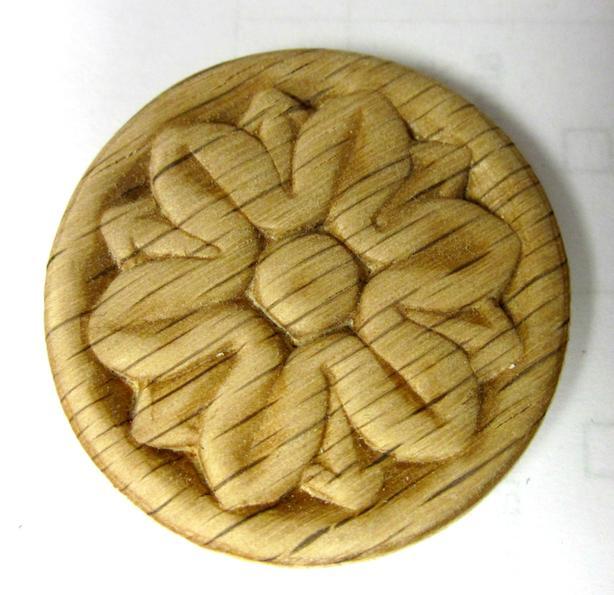 Cherry wood or oak appliques medallion. Médaillon en cerisier ou chêne