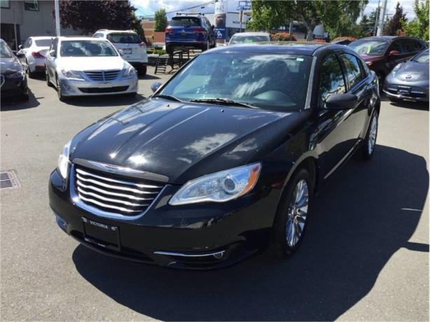 2014 Chrysler 200 LIMITED! SWEET RIDE! BLACK BEAUTY!