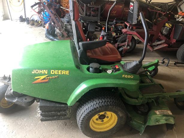 Commercial John Deere Zero Turn Ztrac F620