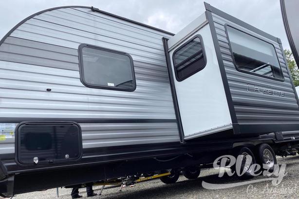 243BHXL (Rent  RVs, Motorhomes, Trailers & Camper vans)