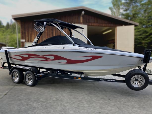 2007 / 22FT Centurion Avalanche Wake Surf Boat