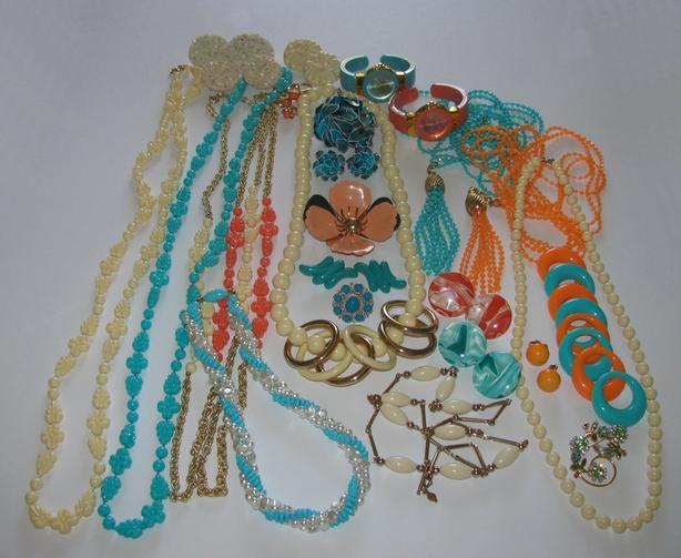Vintage Costume Jewelry Avon Joan Rivers Sarah Coventry Signed 27PC Mixed Lot