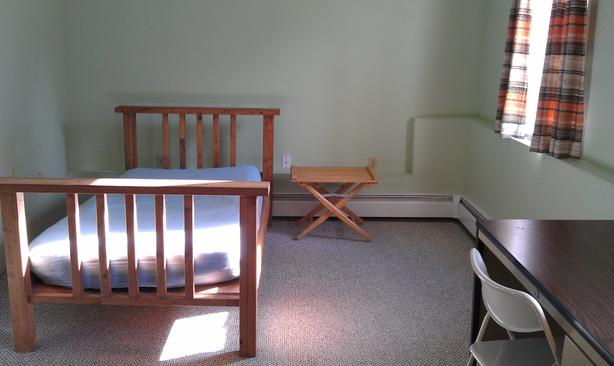 Furnished Room, walk to UVic/Camosun, available now