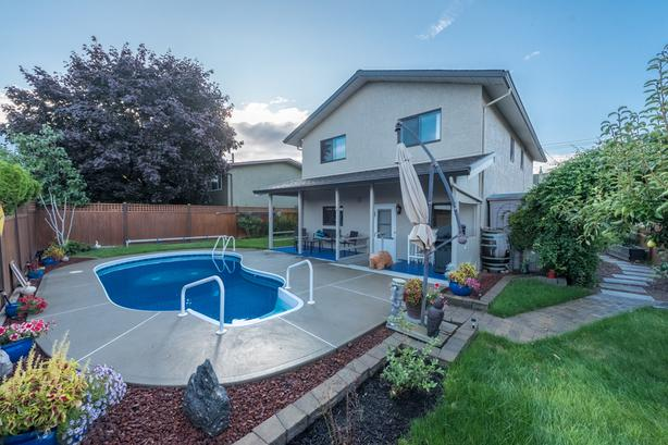 Beautiful Family Home in the Heart of Penticton w/ Great Backyard