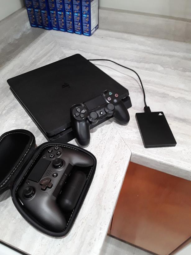 Ps4, Seagate 2TB game drive, Scuf controller