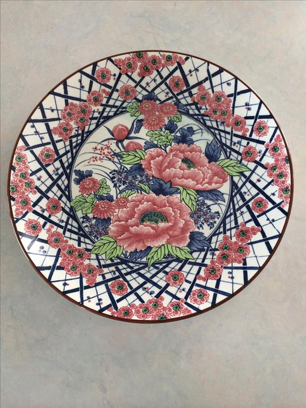 Floral serving plate