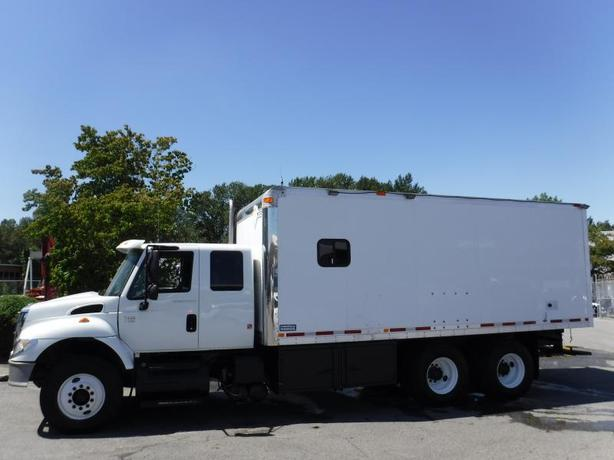 2007 International 7400 Cube Van Diesel 20 Foot Dual Compartment with Air Brakes