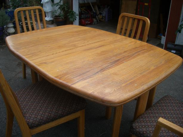 Oak Dining Room Table And 4 Chairs Parksville Nanaimo Mobile
