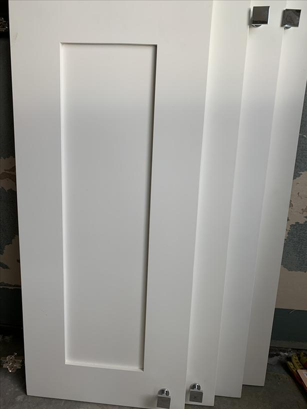 White HDF shaker Cabinets 6 doors, 2 false panels and 2 drawer cabinet