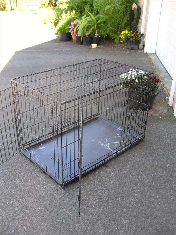 Large Unleashed 2 Door Wire Dog Kennel.  (253 1813)