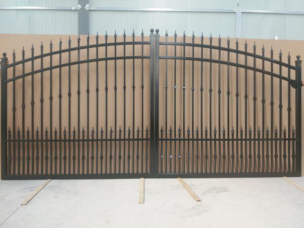Aluminum Gates     12ft and ft 14ft    also 16ft  ,