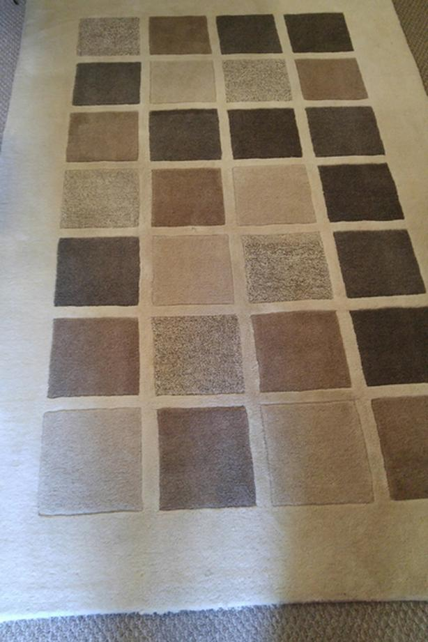 Beautiful wool rug 5x8