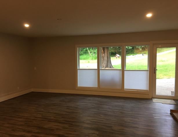 Large bachelor suite / studio on park like acreage. Available from Aug 1st.