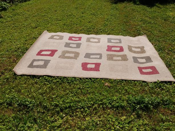 FREE: Area rug